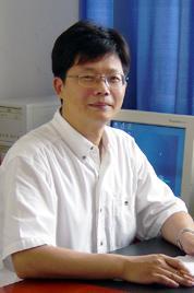 东华大学党委副书记殷耀先生简介
